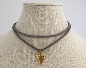Grey suede choker with gold arrow