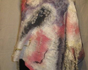Wool Shawl. Handmade . Wool, silk, fiber for decoration, curls venslideyl .Otlichny gift.