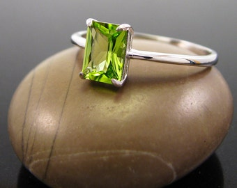 Peridot Ring 14K White gold August Birthstone Ring, peridot ring gold, ring peridot, genuine green peridot size 3 4 5 6  solid gold ring