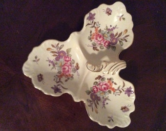 A Beautiful Lefton China Trade Mark Exclusive Japan Bouquet & Butterflies Three Section Dish # XA-475.