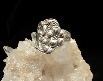 1904 Berwick/ Diana spoon ring. Art Nouveau, siverplated. Detailed flowers .