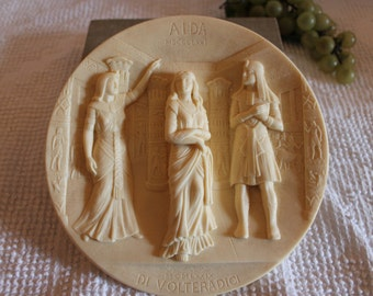 """Museum of La Scala Ivory Alabaster Relief Collector Plate Titled """"Aida"""" - No. AA 1153"""