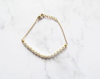 pearl bracelet, pearl wedding jewelry, bridesmaid bracelet, delicate bracelet, bridesmaid jewellery