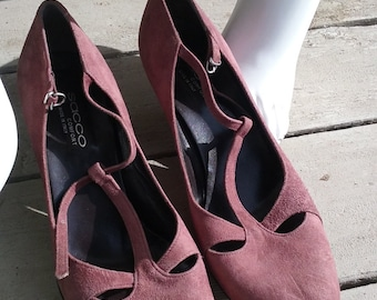 Italian Dusty Rose Suede T Strap Pumps - EUR 42 / US 8.5 to 9