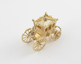 Vintage 14 K Yellow Gold 3D Moveable English Royal Coach Carriage Charm opens