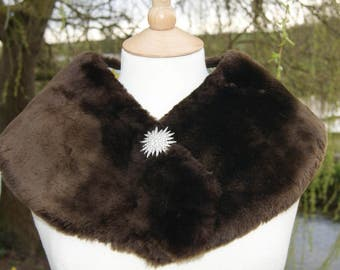 Brown Lambswool Lined Collar with Brooch detail