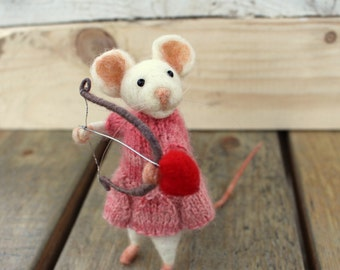 Needle felted  valentine mouse with bow and arrow, Mouse whit pink dress, Valentine's Day decoration, Sagittarius, Mouse in love, Gift idea