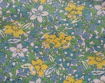 Vintage 1940's Panel of Springtime Fabric beautiful florals~Patchwork~cushions~crafts ~Daffodils