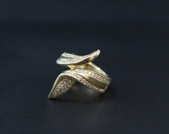 14K Gold and Diamond Modernist Ribbon Bypass Ring