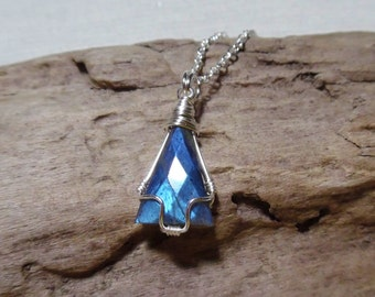 Labradorite Necklace, Silver Labradorite Necklace, Labradorite Gemstone, Labradorite Pendant, Silver Gemstone Necklace, Gift for Her, Boho C