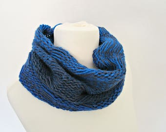Blue knit loop scarf Royal blue scarf Knitted blue cowl scarf Winter circle scarf Cobalt blue scarf Women's infinity scarf Soft knit scarf