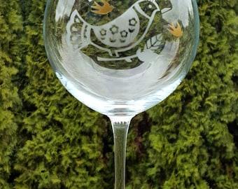 Etched bird wine glass, etched wine glass, bird glass, etched glass, bird lovers gift, unique wine glass, wine gifts, wine glass, bird gift