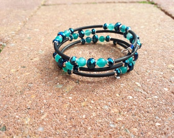 Memory wire wrap bracelet black and blue,
