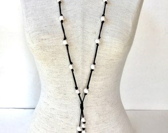 Long pearl and leather necklace, long pearl lariat, long bohemian pearl necklace, beach style pearl necklace, leather and pearl necklace