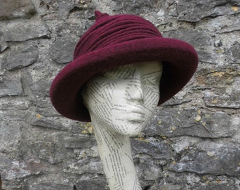 The Hufflepuff - Burgundy boiled wool hat