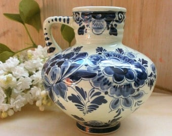 Vintage DELFT blue Holland Regina in Delft (Delft blauw) vase / / pitcher / / Mud