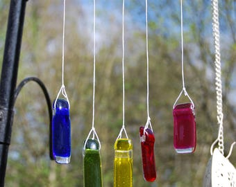 Rainbow Wind chime in glass and driftwood, a perfect gift for the garden that makes a lovely sound in the wind