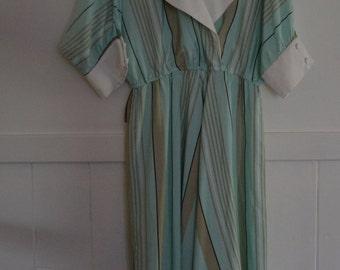 Wallis Exclusive / Vintage 1980's dress size 12 / Made in UK / Mint green stripe / Bat wing sleeves