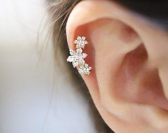 14K Gold Flower Cartilage earring/Conch earring/piercing/Tragus Earring/Tragus Piercing/Cartilage piercing/Helix piercing/Earrings/Daith