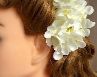 White hair flower clip - delicate white hydrangea hair flower vintage 30s 40s 50s pin up style - spring flower - small