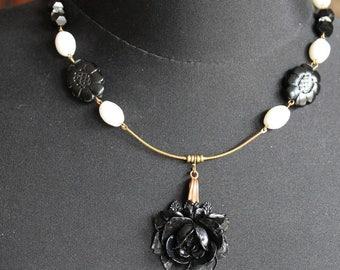 Black rose necklace, black flower, white beads, brass, black and white, 1960, vintage assemblage, handmade in France, chez Sylvie/080