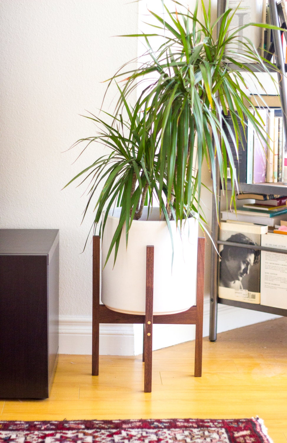 medium mid century modern planter plant stand with 10. Black Bedroom Furniture Sets. Home Design Ideas