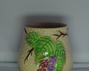 Wade pottery. Wade of England Brambles small vase, mini pot vintage 1950s