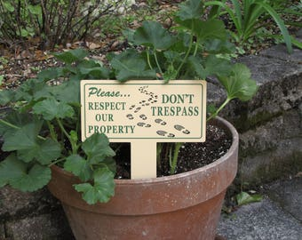 No Trespassing Sign   Private Property Signs   No Trespassing   Private Property   Keep Off Grass Signs   Tresspass Signs   Discreet Signs