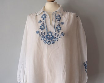 Vintage White Peasant Tunic / Traditional top / White with blue embroideries