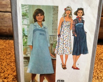 Sweet Retro 1970's Sun Dress or Jumper Simplicity Sewing Pattern 8466