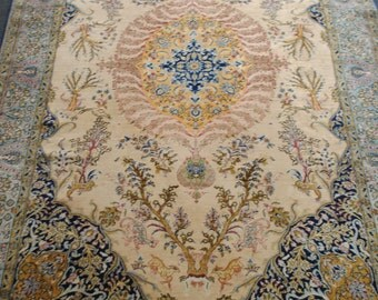 Authentic Persian rug in the colors beautiful size 280cmx180cm