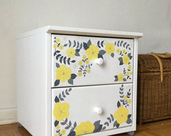 White Bedside cabinet - White Nightstand with flower pattern - 2 Drawer Chest White Yellow Grey - Side table - End Table - White Drawer