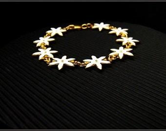 DAISY BRACELET.Flower bracelet.Sterling silver.Spring bracelet.Gold daisy bracelet.Daisy jewelry.Charm Bracelets.