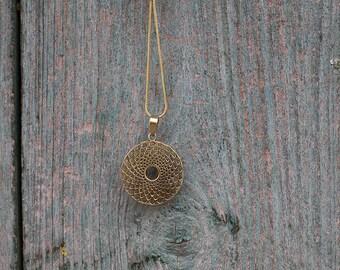 Brass Pendant Geometric / Pendentif geometrique en laiton
