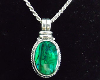 necklace, green pendant, rope chain, claw clasp