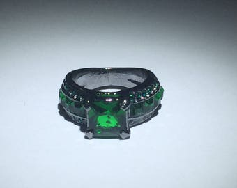 Cubic Zirconia Green Gemstone Silver Ring Size 6