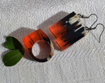 Jewelry set of wooden ring and earrings wih epoxy resin