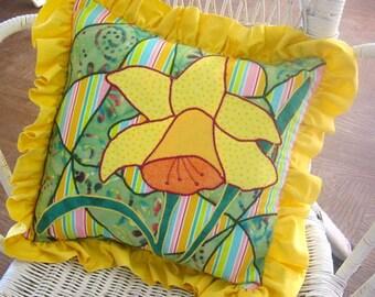Designer Pillow - Daffodil Pillow -  Daffodil Applique - Yellow Flower Decor Pillow - Art Pillow - Daffodil Throw Pillow