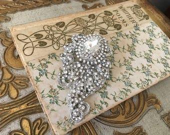 Art Deco Brooch.Rhinestone brooch.Gatsby style.Crystal Brooch.Paisley Brooch.Rhinestone Pin.bridal accessory.wedding dress brooch.broach