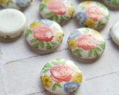 12 Vintage Japanese 10mm Round Glass Cabochons in White with Flowers (18-5B-12)