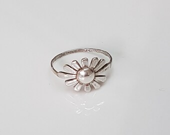 Sterling Silver flower ring, daisy ring, flower band ring, dainty silver ring