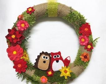 Burlap and Felt Flower Wreath, Hedgehog and Fox Wreath, Felt Flower Meadow - Felt Animals, Green Moss, Burlap, Summer Flowers