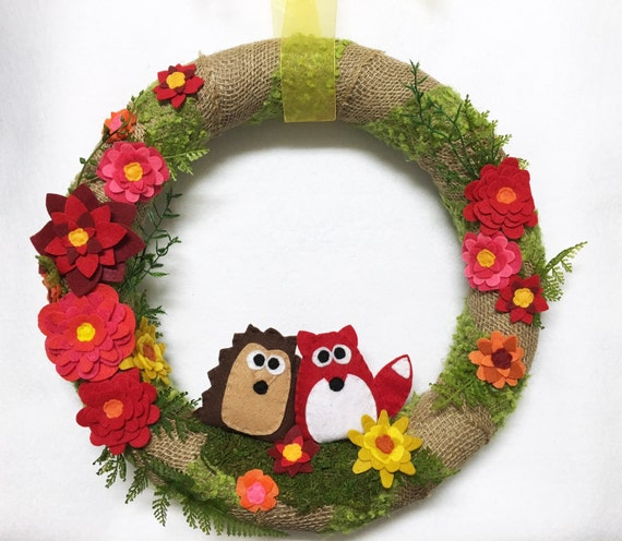 Burlap and Felt Flower Wreath, Hedgehog and Fox Wreath, Felt Flower Meadow - Felt Animals, Green Moss, Burlap, Summer Flowers