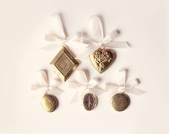 Bridal bouquet locket, Golden locket charm, Remembrance photo locket charm, Upcycled vintage locket, Gold Bouquet charm, Wedding keepsake