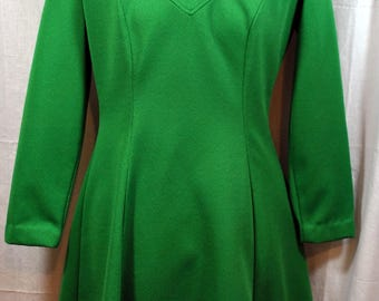 Holly Hill by Levin - 1960s Vintage Polyester Dress in Kelly Green - Collar - Long Sleeves - A-Line