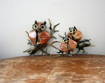 vintage 60s Pair of Burnished Metal Hoot Owls On Branches Woodland Wall Hanging // Momma & Owlets