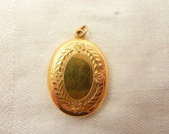 Vintage 14K Gold Filled Carved Circle Oval Locket