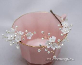 Wedding Hair Pins of Flowers and Pearls Bridal Hair Pin Set of Three, Beaded Flower Bobbie Pins Hair Jewelry Beaded Babies Breath Hair Pins