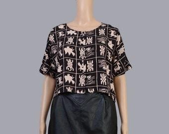 Vintage 90s Crop Top | Ethnic Tribal Animals Novelty Print Shirt | Short Sleeve Boho Top | Cropped Blouse | Black Beige | Size S M L