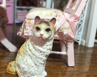 Miniature Cat Figurine Style 7, Gold & White Mini Cat, Dollhouse Miniature, 1:12 Scale, Dollhouse Size Figurine